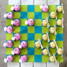 checkers set made from egg cartons! How fun would this be to make and then play with :)
