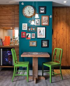 . wall colors, paint cans, achado de, painted chairs, framed art, kitchen, accent colors, blog, accent walls
