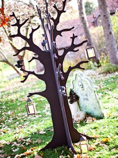Halloween yard decor tree silhouette