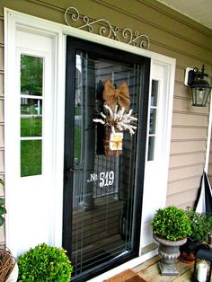Down to Earth Style: Door Decor