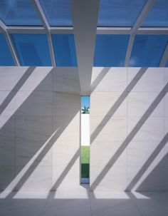 Richard Meier: Purity of architectural modernism on NOWNESS