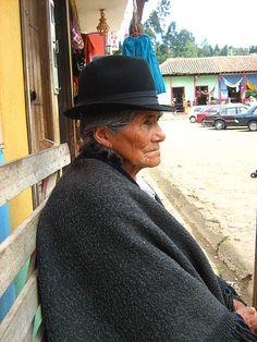 Alma, Raquira Colombia.-Ráquira es un municipio colombiano de la provincia de Ricaurte en el departamento de Boyacá. Está situado a unos 60 kilómetros de Tunja. Ráquira es considerada como la capital artesanal de Colombia y fue galardonada por la Corporación Nacional de Turismo en 1994 como uno de los pueblos más lindos de Boyacá,