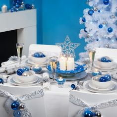 Christmas table decorations blue and white!