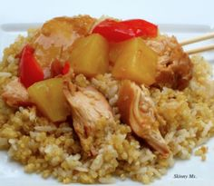 Slow Cooker Pineapple Chicken will be a hit with your whole family! #skinnyms #cleaneating #slowcooker #recipes