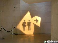 Signalétique projetée. light wayfinding, wayfind signag, design projects, funni restroom, toilet, restroom sign, light signage, shadow signage, bathroom sign