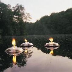 Cette lampe viendra flotter délicatement à la surface de votre piscine ou de tout point d'eau pour une décoration parfaite en extérieur.