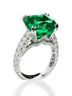 Emerald ring      Buy natural #gemstones online at mystichue.com