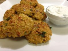 Quinoa Falafel Recipe - Healthy Falafel Recipe - Quinoa Recipes - neat recipe for parties!? 1 15oz can of drained chickpeas 1/3 cup of cooked quinoa 1 egg or flax egg ¼ cup finely chopped onions 2 tbsp chopped parsley 1 minced clove of garlic 1/8 teaspoon cayenne pepper (optional) Salt and pepper to desired taste
