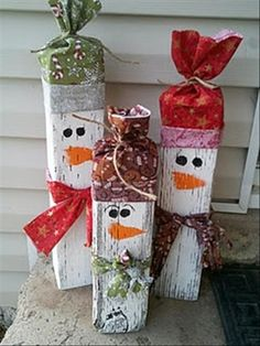 A great idea for that firewood that hanging around. Paint it and make snowmen displays for your home. #Crafts, #Christmas Crafts