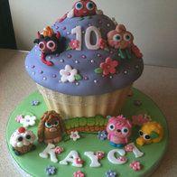cupcak cake, moshi monsters, cake design, giant cupcakes, daughter fabul, birthday cake, jumbo cupcak, fabul cake