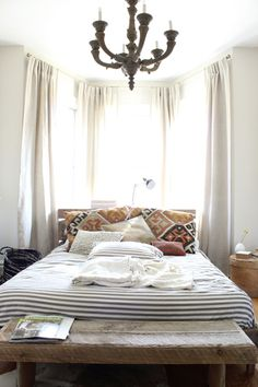bright & white, kilim pillows, Dwell sheets, foot-of-bed-bench, relaxed, #bedroom