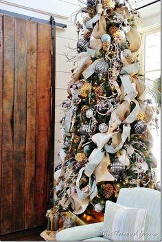 burlap and dried hydrangeas southern-living-idea-house-Christmas-tree