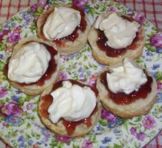jam & cream topped scones    lollipop-lane.blogspot.com