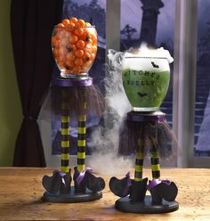 Witches Candle Cauldrons. Double double toil and trouble! Get ready for some Halloween fun with this Witches Candle Cauldron project. #crafts #halloween #witches