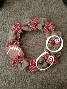 OMG I have to make this!!  Sooner football wreath