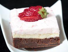 מתכון: בראוניז שוקולד-גבינה עם קרם תות שדה
