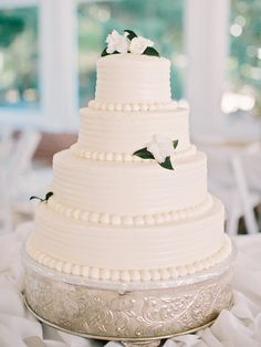 Wedding Cake - On http://www.StyleMePretty.com/southeast-weddings/2014/03/20/classic-burge-plantation-wedding/ Photography: Amy Arrington Photography - www.amyarrington.com