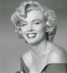 Marilyn Monroe in Ontario, Canada, photographed by Jock Carroll, 1952.