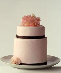 Sugar sweet peas for your wedding cake!