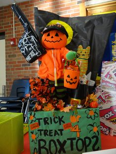 Mr. Henton's 8th Grade box tops trick or treater!  All items were found in his classroom!  Now there is a good use of recycled materials!  I personally love the trick or treat basket filled with the orange box tops!