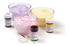 Good information on coloring icing--how to choose and mix colors, create different effects, etc.