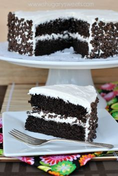 Dark Chocolate Cake with Vanilla Frosting: from scratch, dark chocolate cake. Delicious, easy and gorgeous with fluffy vanilla frosting!