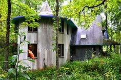 This incredible fairytale house in Indiana took 26 years and a whole lotta love to build! http://bit.ly/1yjDt4Q