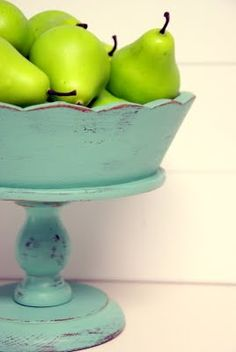 beautiful. i want to find a wooden bowl/pedestal at goodwill.