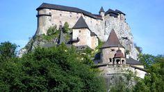 Orava Castle,Slovacia  Castele si palate pline de istorie (partea 1) - galerie foto.  Vezi mai multe poze pe www.ghiduri-turistice.info  Sursa : http://en.wikipedia.org/wiki/File:Slovakia_Oravsky_Podzamok.jpg