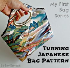 Free bag pattern.  The handles make this bag really easy to make, but it looks fab!  I want one!