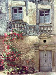 Prive- Conques (Aveyron), France. Love this door (and everything that surrounds it)