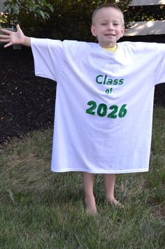 Great idea for the 1st day of school pictures! First Day of School T-Shirt Tradition (she: Jeanie)
