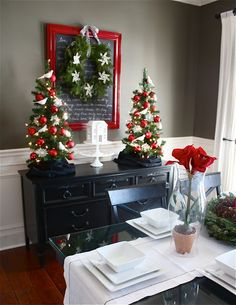 I know it's a long way off, but I'm starting to think about Christmas decor. Here is a nice vignette.