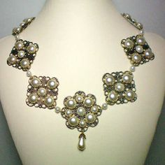Anne of Cleves Pearl Flower Necklace