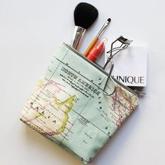 Make your own makeup bag for your vacation trip this summer from our DIY travel kit tutorials. Full tut plus free pattern.