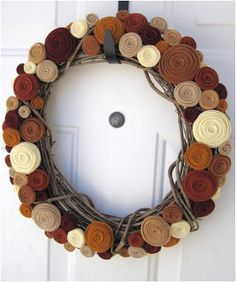 felt rosettes wreath #pavelife #DIY
