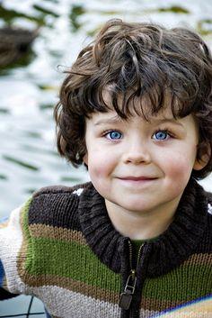 omg prettiest blue eyes EVER