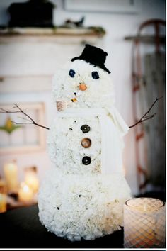 Adorable lil carnation snowman centerpiece via P is for Party. I'm thinking about making a snowgal for Selah's party...she'd love it :)