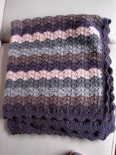 Bercé Par Les Vagues (Lulled By The Waves), free pattern by Laurence Mériat.  Pic from Ravelry Project Gallery.  Pretty stitch.   . . . .   ღTrish W ~ http://www.pinterest.com/trishw/  . . . .  #crochet #afghan #blanket #throw