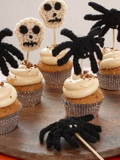 Knit Halloween Cupcake Toppers - simple and easy project for fall. | shop supplies @joannstores