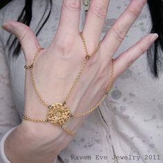 Spinnerete Gothic Flourish Filigree Hand Flower Slave Bracelet Hand Jewelry hand jewelri, hand jewelry, slave bracelet, hand jewelleri, hand flower, filigre hand