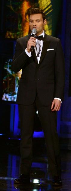 Ryan Seacrest wearing Burberry tailoring on the American Idol season 11 finale