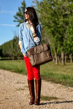 Fall outfit: layering and colored jeans.