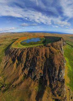 Crater de la Isla de Pascua, (Rapa nui) Chile  http://www.travelandtransitions.com/destinations/destination-advice/latin-america-the-caribbean/chile-travel-guide-santiago-the-andes-mountains-easter-island-valparaiso-patagonia-tierra-del-fuego-and-much-more/