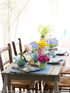 love this pretty Easter table
