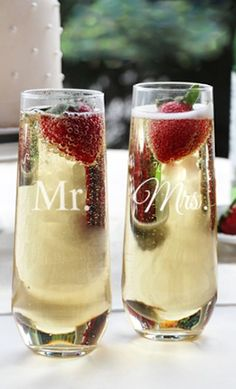 'mr. and mrs' stemless champagne flutes http://rstyle.me/n/pa6r5r9te