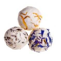 Have you been busily #Springcleaning and exhausted after the Easter break? How about a little treat for yourself with these luxurious #bath truffles.