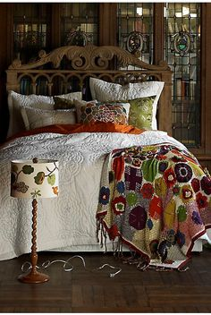 I recognise the rug from Anthropologie, love all the colours.