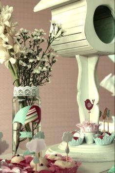 aniversário infantil; festa infantil; decoração infantil; diy, rainbow; do it yourself, stationary, papelaria, chá de bebê, baby shower, decoração fofa, vintage decor, retro, shabby chic, decor ideas, party ideas, lovely party, cake, toppers, macaron, baby colors, girl's party, festa de menina, passarinho, bird, bird cake, lovely cake, cake topper, decoration, decoração, provençal, trouxinha, sweets, treats, canudo, canudinho, straws; label; baby girl party; baby girl anniversary
