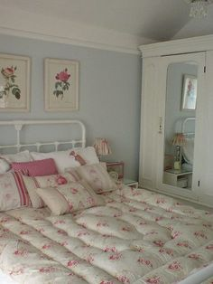 d810fb04f73cf2f5d72e9afb4c628c4f.jpg 480×640 pixels Grey Walls, Shabby Bedroom, Beds, Decorating Bathrooms, Shabbi Chic, Shabby Chic, Country Rooms, Garden Cottage, Cottage Bedrooms